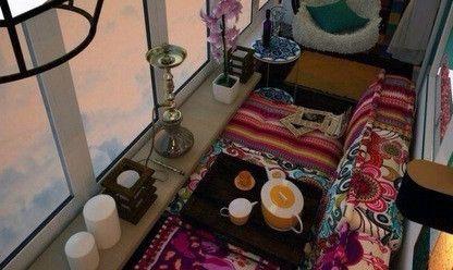 Кальян и подушки в восточном стиле
