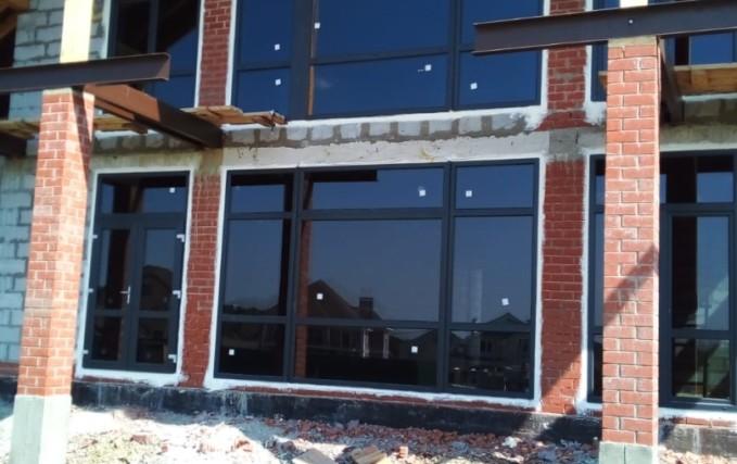 Пластиковые окна и входные группы для коттеджа 1