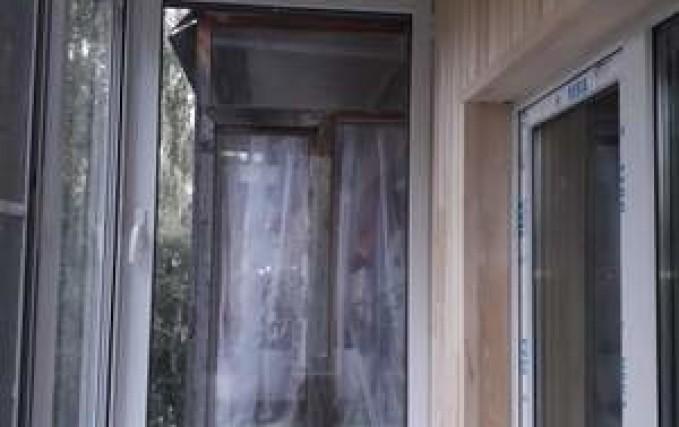 Монтаж, обшивка балкона, установка полочки 3