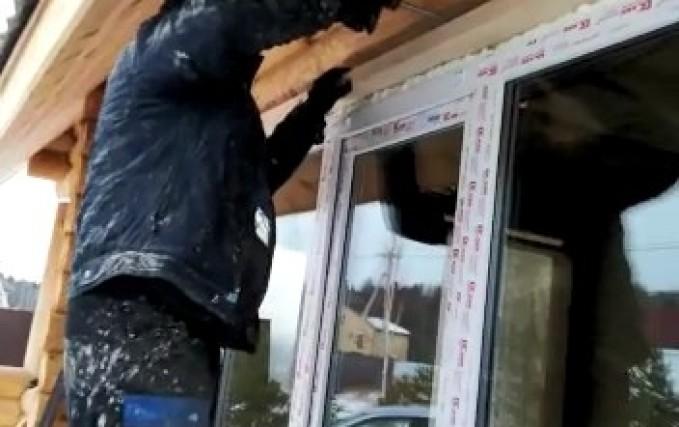 Установка шести проемов антиусадочных скользящих коробок в деревянном доме 2