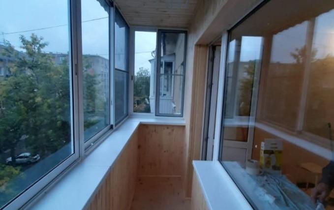 Установка алюминиевого раздвижного балкона 2