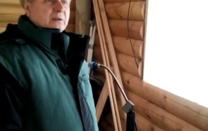Установка шести проемов антиусадочных скользящих коробок в деревянном доме 1