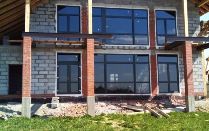 Пластиковые окна и входные группы для коттеджа 0