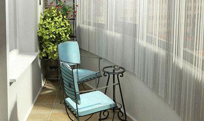 Уголок отдыха с коваными стульями