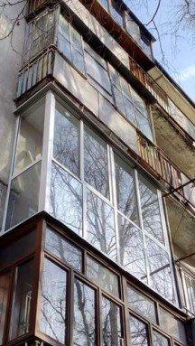 Монтаж алюминиевого балкона с тонировкой