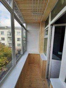 Установка высокого алюминиевого балкона в историческом здании