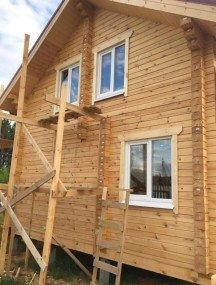 Выпил коробок, откосов и наличников в деревянном доме и установка оконных конструкций