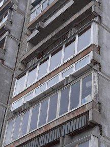 Остекление лоджии. Замена старых конструкций