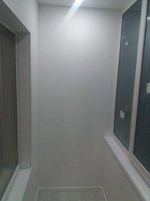 Завершение работ по переоборудованию балкона в рабочее пространство